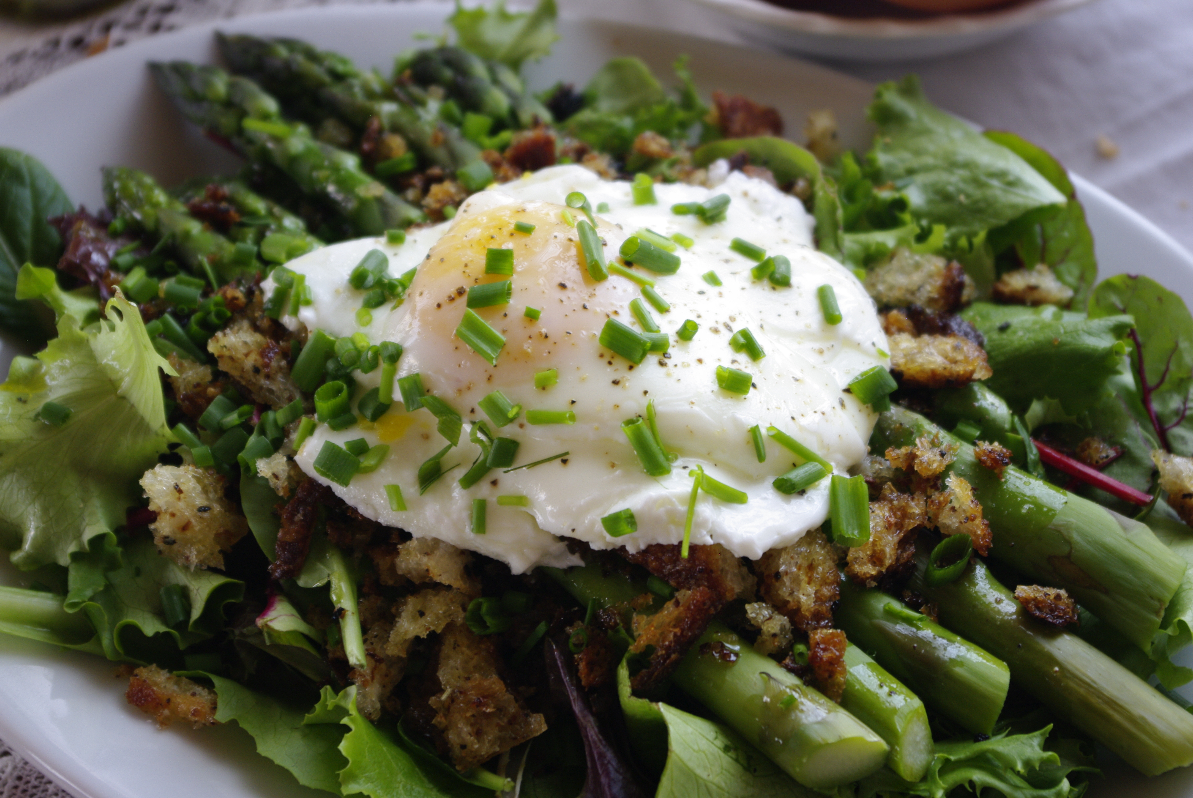 Asparagus with Poached Egg Salad | Tea Time at the Old Hotel