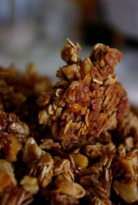 crunchy maple-walnut granola